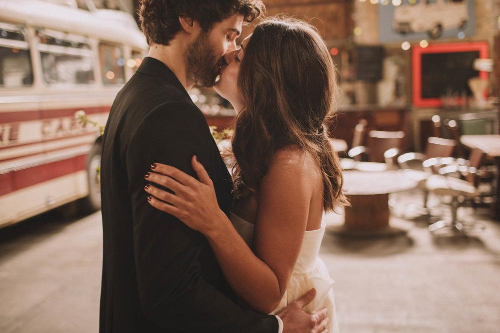 photographe-mariage-bordeaux-industriel-industrial-wedding-garage-moderne-france-jeremy-boyer-16.jpg