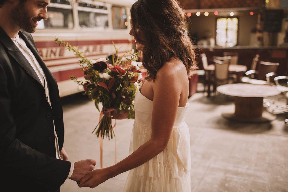 photographe-mariage-bordeaux-industriel-industrial-wedding-garage-moderne-france-jeremy-boyer-17.jpg