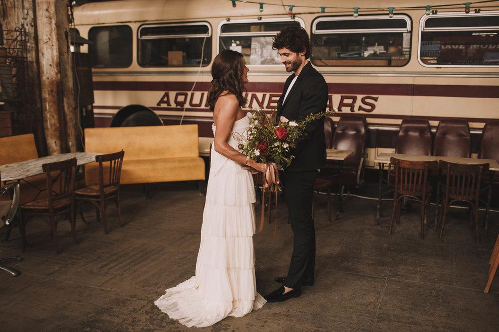 photographe-mariage-bordeaux-industriel-industrial-wedding-garage-moderne-france-jeremy-boyer-20.jpg