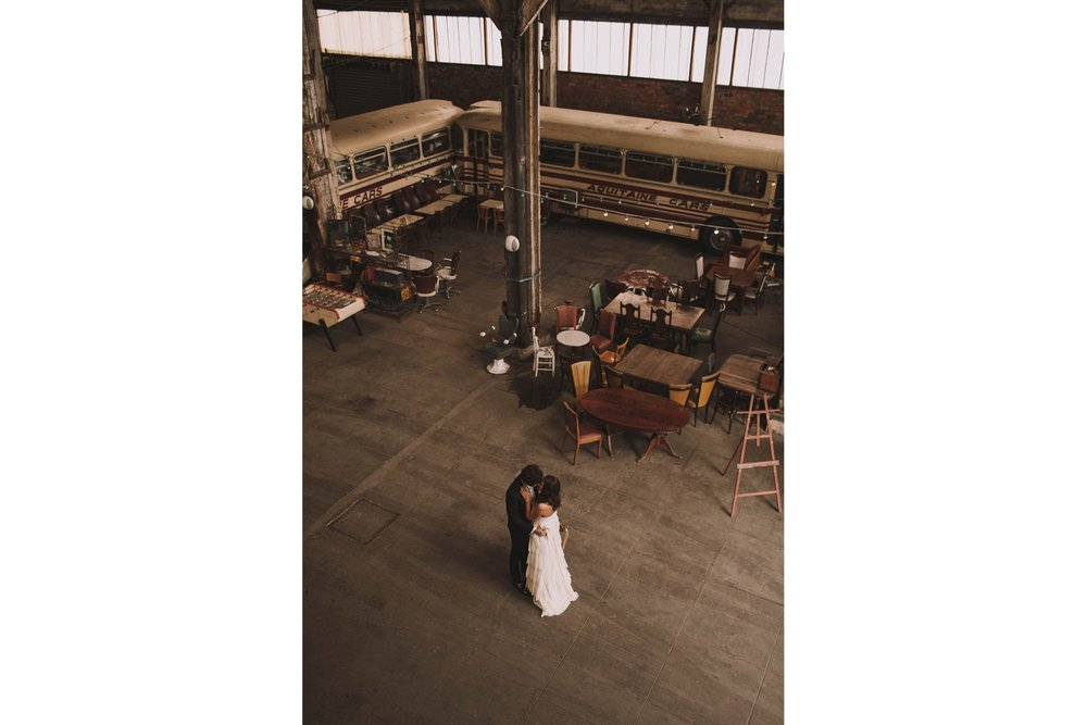 photographe-mariage-bordeaux-industriel-industrial-wedding-garage-moderne-france-jeremy-boyer-21.jpg