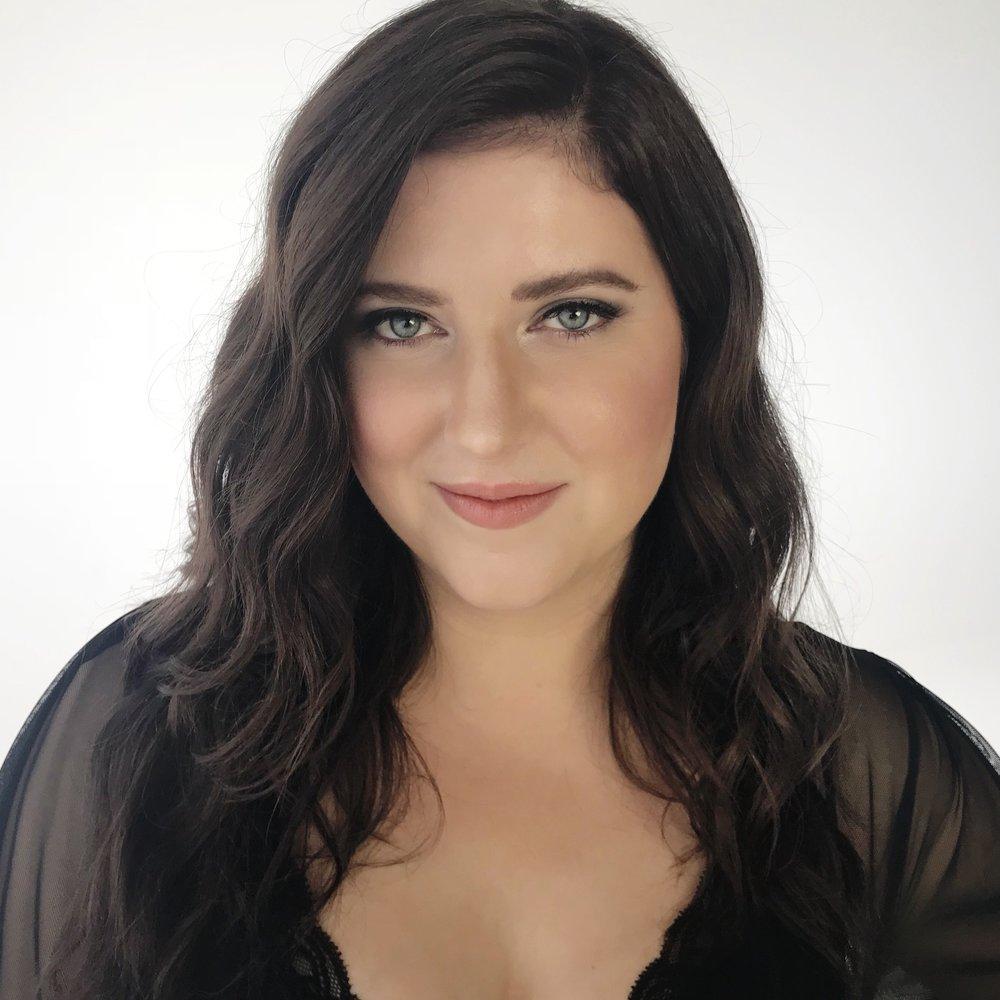Elizabeth Davies<br>Actor/Singer/Improviser/Writer<br><br>Manhattan