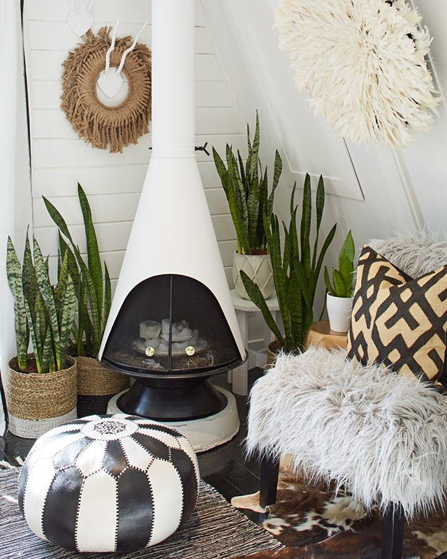 #themodernaframe 📷@aframestudio . . . . . #aframestudio #cottage #aframe #modernaframe #modernaframebook #themodernaframebook #architecturalphotography #cabin #chalet #cabinliving #tinyhouse #themodernaframe #modernaframe #modernaframebook #aframe #interiordesign #interiorphotography #residentialdesign #aframedaily #moderncabin #fireplace #winter #fire #cold