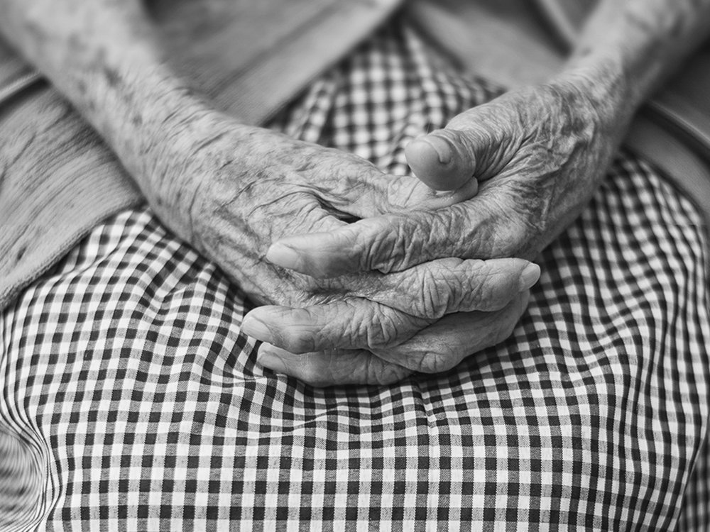 elderly-womans-wrinkled-hands-black-and-white-close-up