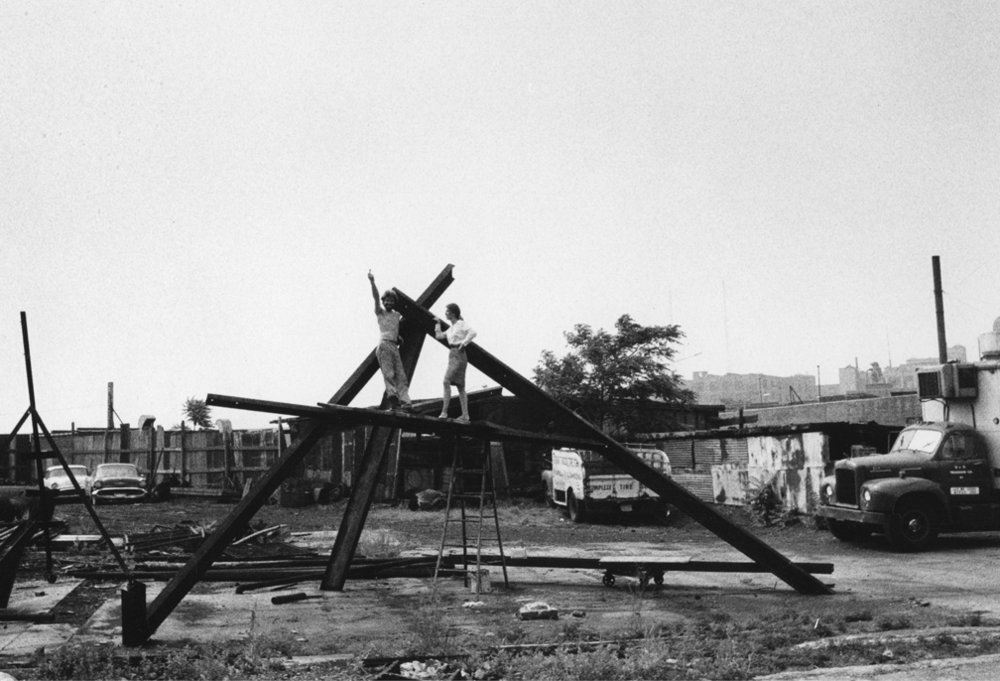 Mark di Suvero and Paula Cooper, Greenpoint, Brooklyn, NY, 1966. Photo by Barbara Willa Brown.