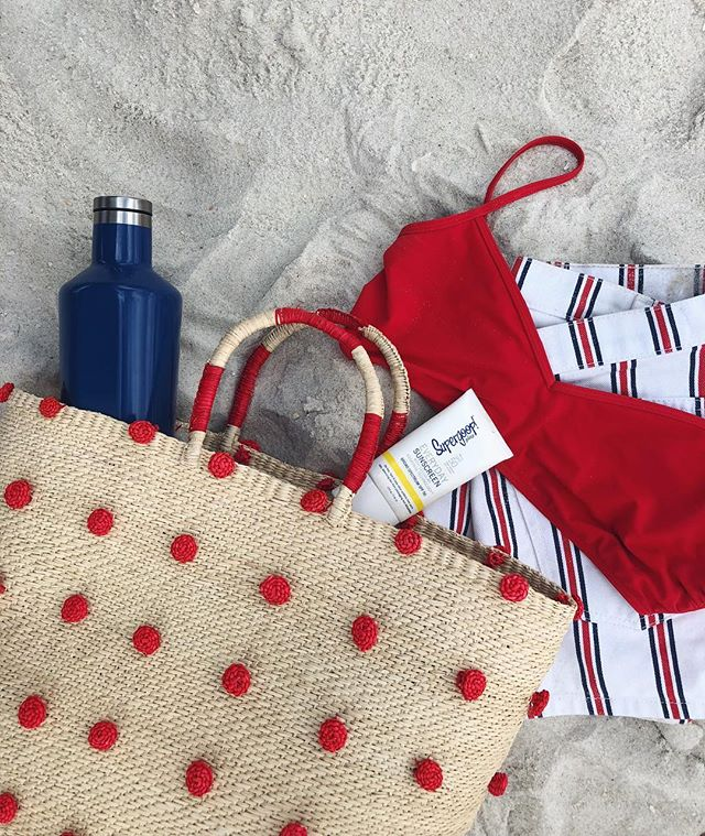 Today's beach essentials 💦🇺🇸