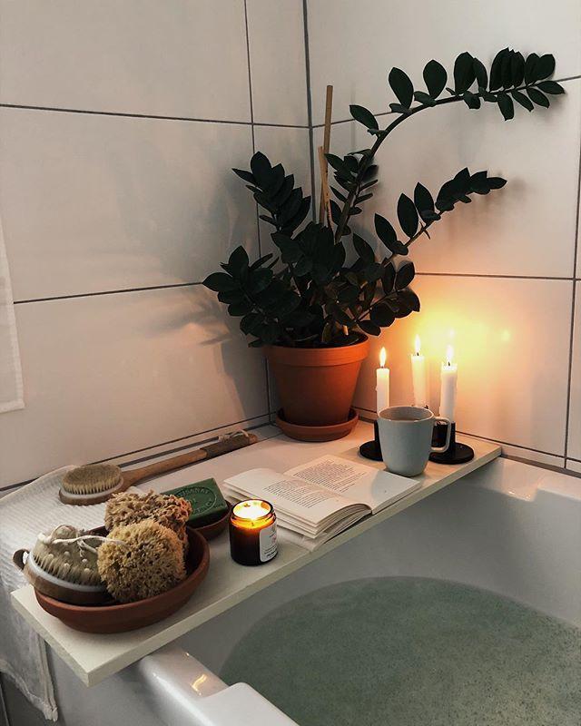 Der einzige Plan für heute. Happy sunday! 🕯☕️📔 * * #autumnlover #slowlived #hygge #myhyggehome #cozy #cozyhome #bathroom #bath #daysofsmallthings #calm #simplepleasures #badewanne