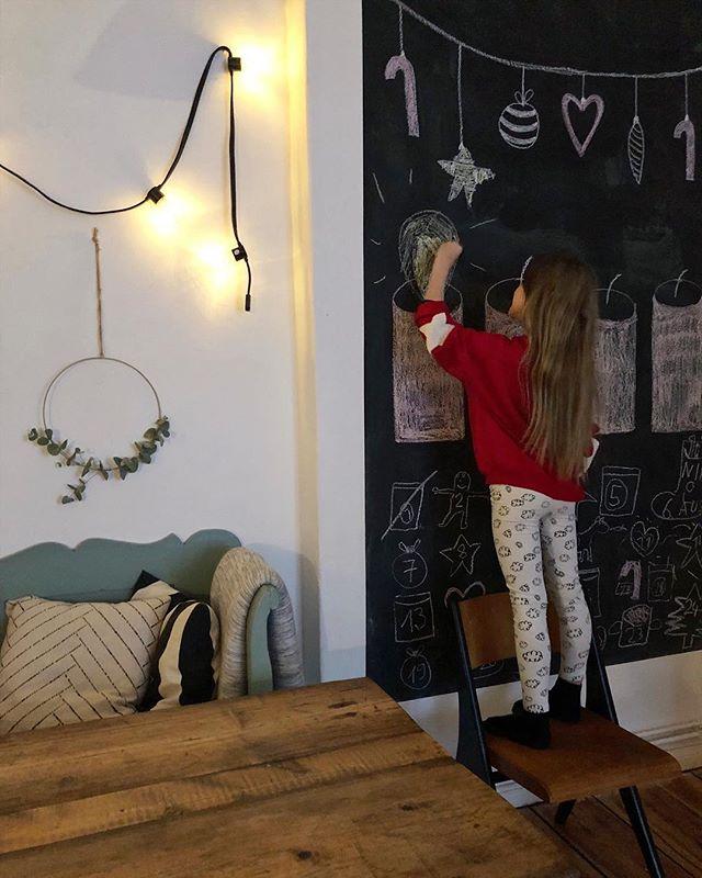 Und die erste Kerze brennt. Habt einen gemütlichen ersten Advent! 🕯 #christmasdecor #adventskalender #hohoho #christmasmood #xmas