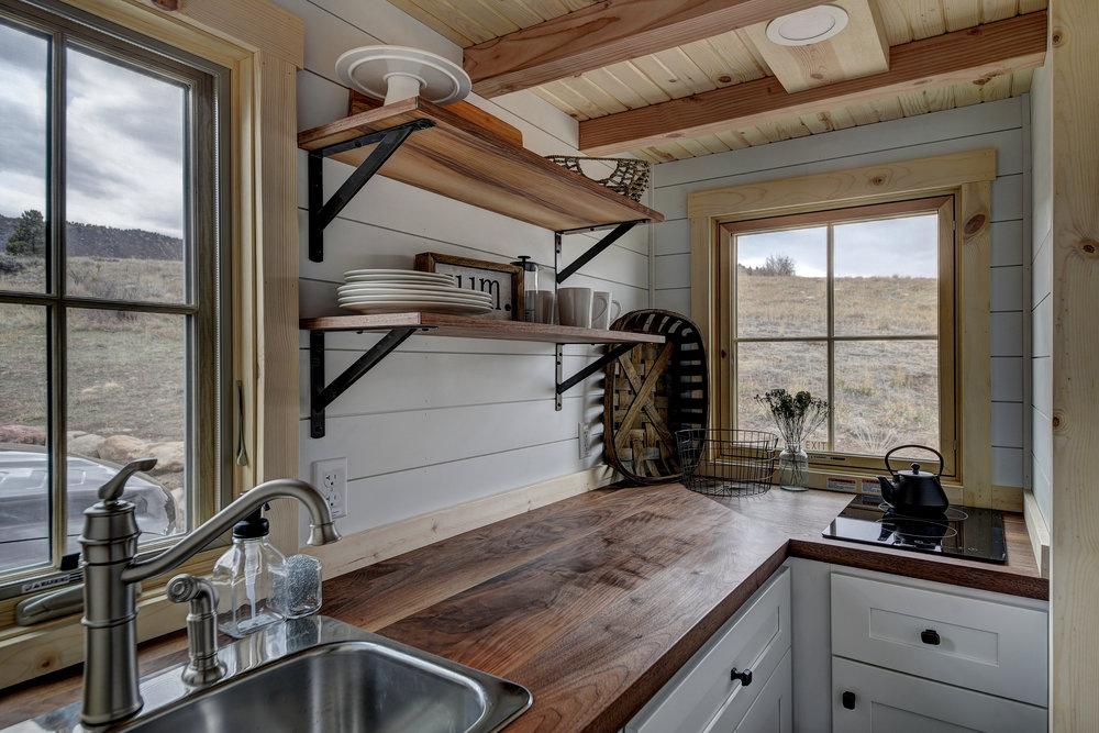 kitchen 5716.jpg