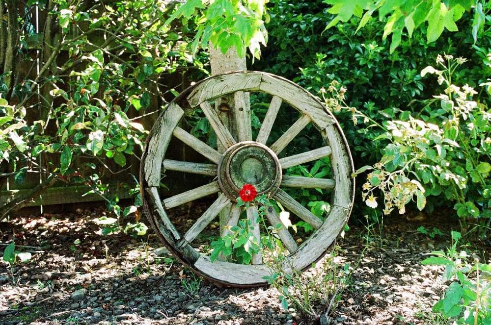 wheel-fallen-off.jpg