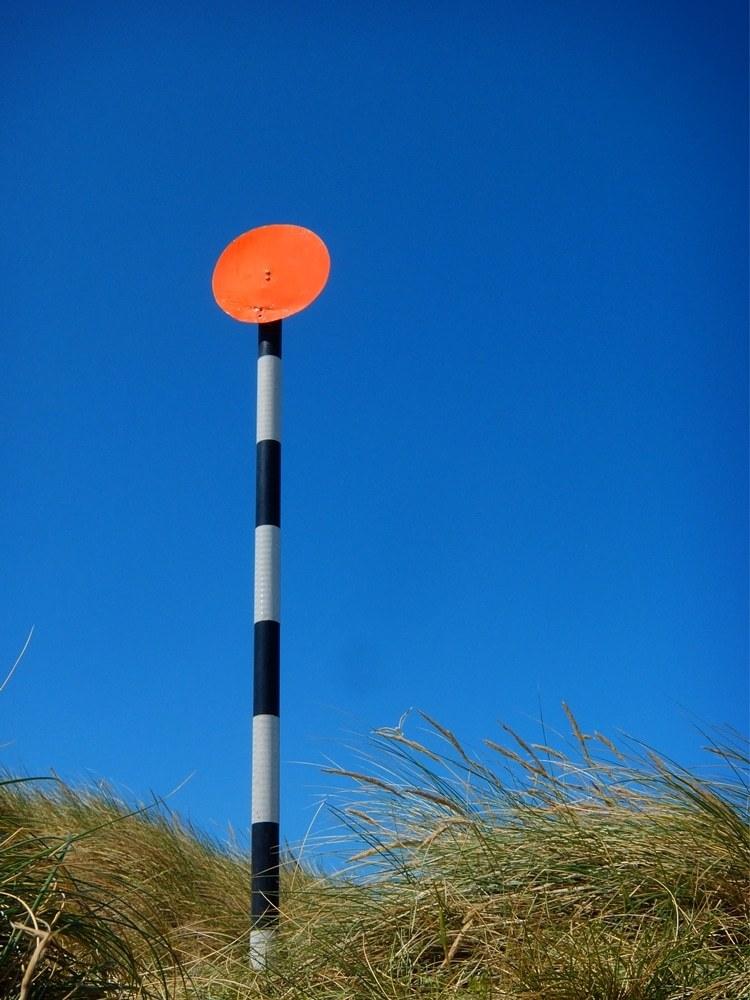 Marker pole