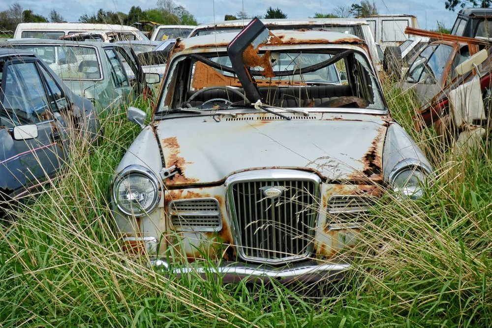 old-wolsely-rusting-in-long-grass.jpg