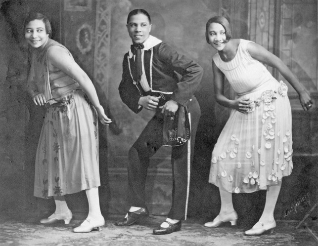 Alberta Hunter (right) performs Vaudeville. ( Source )