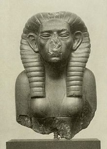 ONce again, the royal headdress and naked torso of the pharoahs on a woman who ruled as Pharaoh.