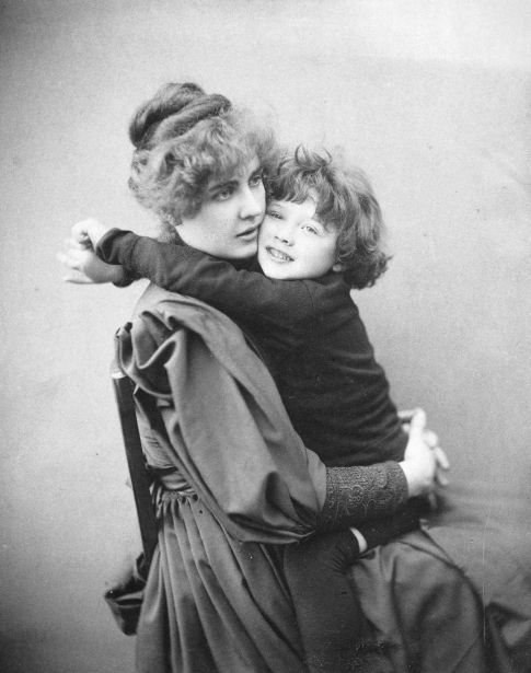 Constance wilde with son cyril.