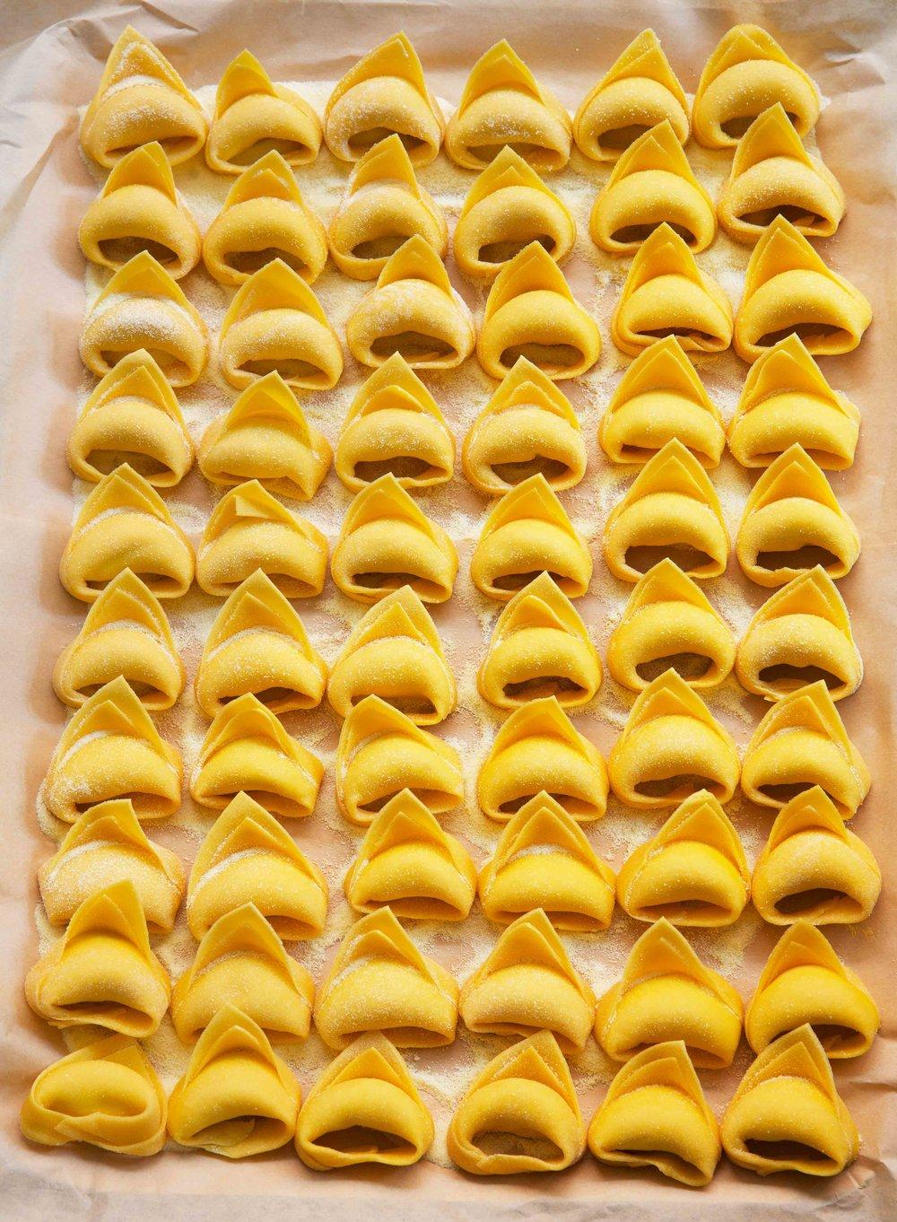 EggAnglottiLinaStores_1940NW.jpg