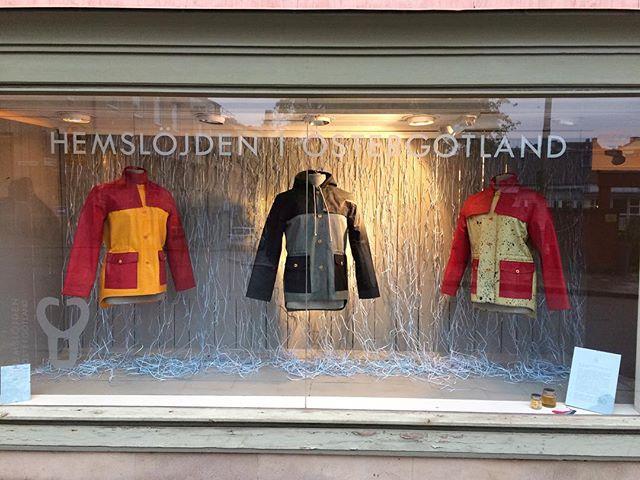 Just nu och drygt två veckor framåt visas de första SKUR-jackorna i hemslöjdsbutiken i Linköping!