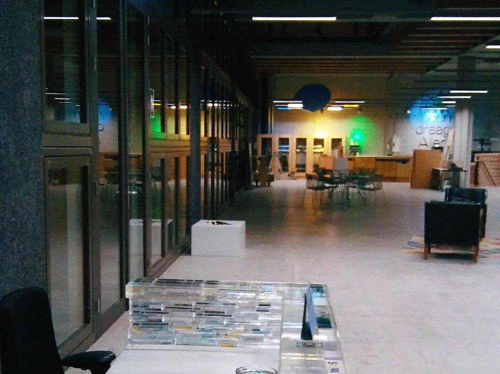 'Philips'wanden en ABN-bedrijfskledingvilt (geheel links)