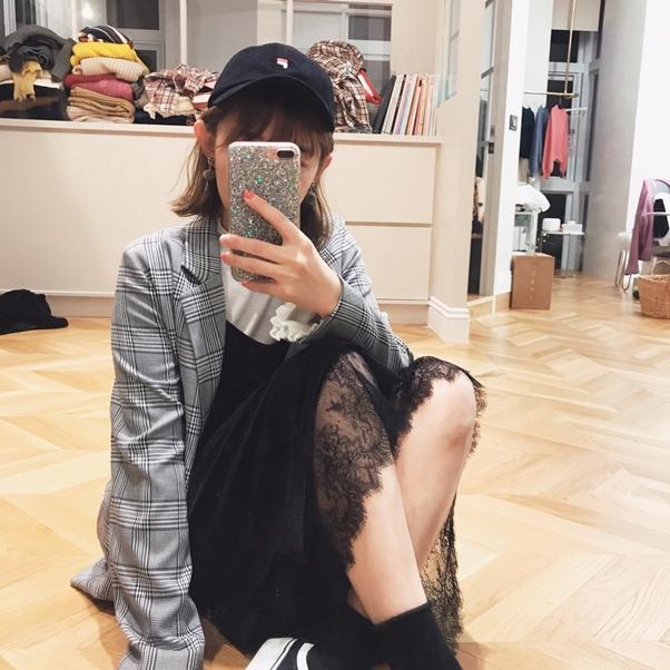 蕾絲點綴天鵝絨細肩帶洋裝  +  ONI STYLE簡約格紋西裝外套  +  MIT捲邊上衣兩件套組