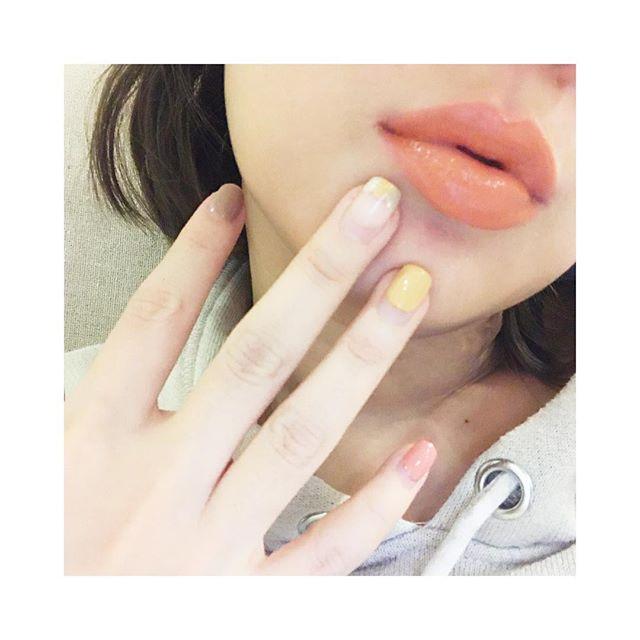 最近的愛💄 #pazzo #amineme #甜橙慕斯 #新系列要小聲說🐥 #多塗在上嘴唇的邊邊 #🐑🐑Beauté