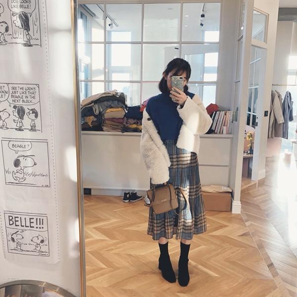 MIT溫暖內刷毛立領混色T + 壓褶格紋配色長裙