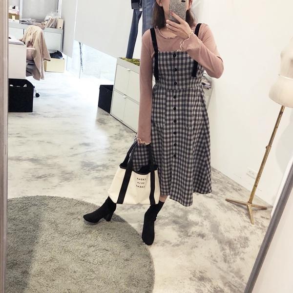 柔棉透肌感捲捲邊上衣  +  甜氛格紋絨布拼接長洋裝 + 韓國百搭率性彈性襪靴