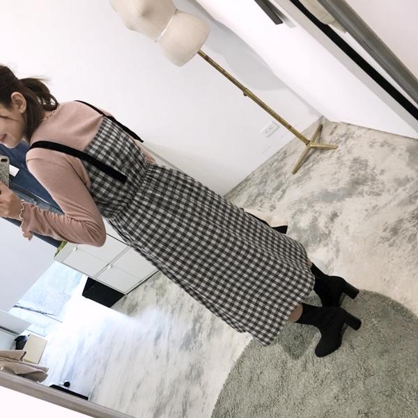 PAZZO柔棉透肌感捲捲邊上衣-甜氛格紋絨布拼接長洋裝