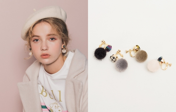NO,053韓國暖冬格紋毛球夾式耳環