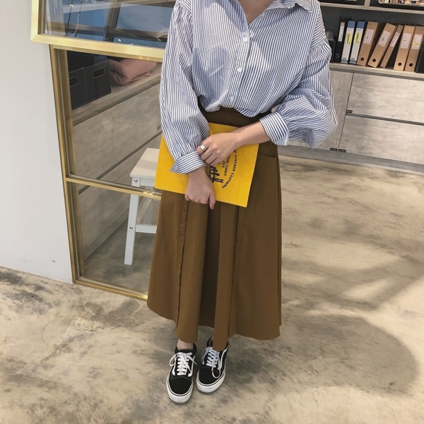 PAZZO荷葉袖口排釦襯衫-率性打摺口袋寬裙 (3).jpg