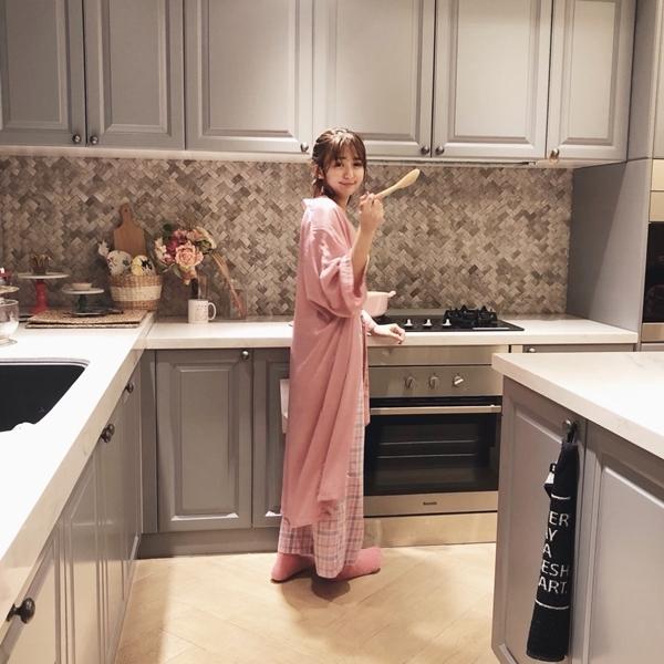 1_PAZZO_法式慵懶寬袖長版睡袍_甜蜜少女格紋緞帶家居長褲 (20).jpg