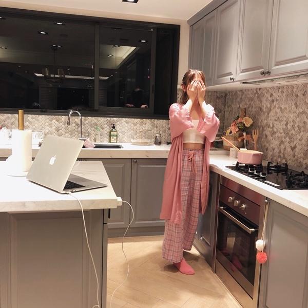 1_PAZZO_法式慵懶寬袖長版睡袍_甜蜜少女格紋緞帶家居長褲 (29).jpg