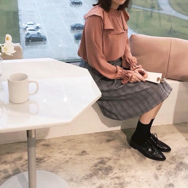 輕質感女孩雪紡上衣  +  時髦輕復古打褶中長裙  +  韓國蝴蝶結裝飾平底牛津鞋  +  韓國舒適自在捲邊中筒襪