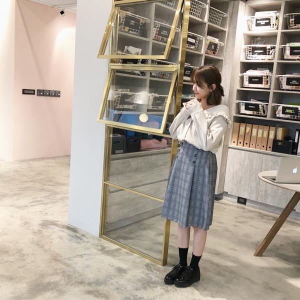 荷葉領造型排釦襯衫