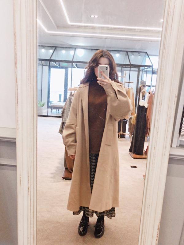 Peggy 158/45 穿S  拋袖綁帶翻領大衣  +  捲捲邊長版針織毛衣  +  秋氛浪漫V領碎花長洋裝