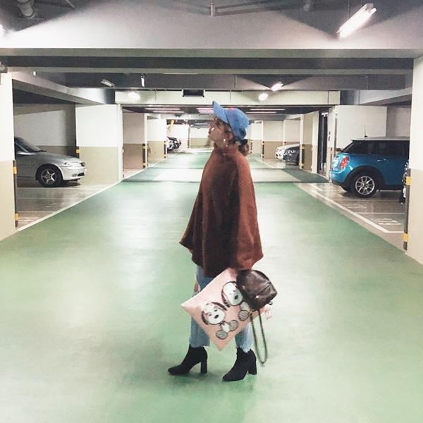 小羊 158/52 穿S   SNOOPY & BELLE 粉色方型抱枕 + 捲捲邊長版針織毛衣 + 韓國百搭率性彈性襪靴 + NO,007 個性大圈圈夾式耳環