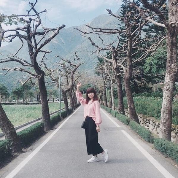 上衣是可愛的刺繡小花+很舒服的綿寬褲!穿起來超喜歡的~❤️尤其最喜歡pazzo的出貨速度!讓我在新年可以穿新衣服哈哈😄新年快樂🎉 _Chiu Chu