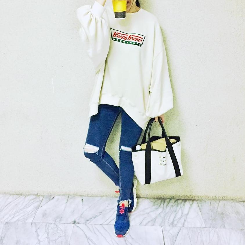 因為之前長年不在台灣對台灣網拍品質都不看好,沒想到因為無意間看到小羊的穿搭與直播開始關注pazzo 很喜歡最近幾次的開發商品amineme跟聯名商品,這幾次買下來無論是彩妝或是衣服或是bk102或包包 都沒有一個想退貨的。 上次的特賣會每日商品半價買到粉紅泡泡袖跟黃色荷葉邊質感跟價錢整個讓人想一直持續在排下去,謝謝pazzo讓我對台灣網拍改觀。出貨速度更不用說。 這件上衣是開啟我買pazzo的一件也是我一直很捨不得穿的衣服 _Mila MI