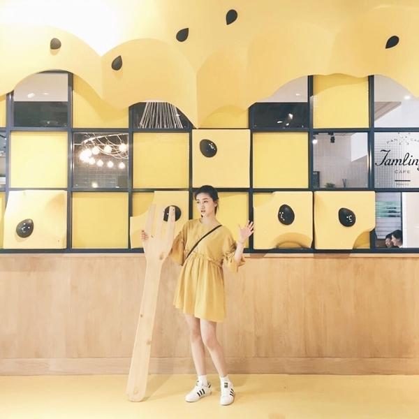 去年夏天購入的這黃色洋裝版型超好看👍 整個衣櫃都是pazzo已經成為vvip真的很誇張😂 _黃瑤瑤