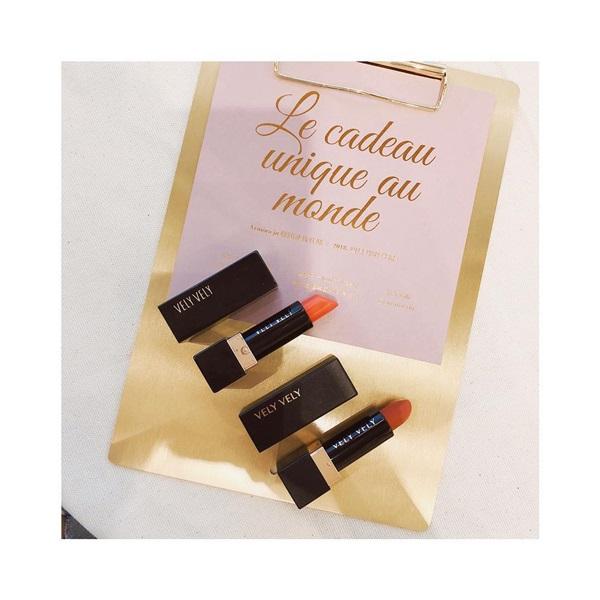 近期愛用唇膏 VELY VELY 上:CP13 偏橘 ( 比較喜歡💕 下:RD109 偏咖紅 - 好像蝦皮買的到噢  #lifestyle  #lipstick  #🐑🐑beauté