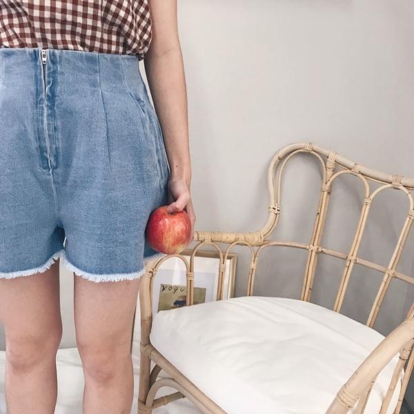 前打折設計抽鬚牛仔短褲P40101967 (4).jpg