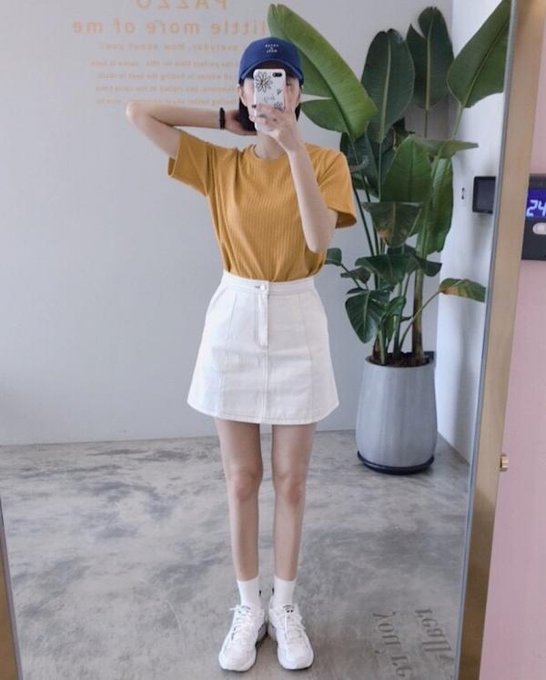 pazzo look/ 壓紋簡約百搭上衣  + 配色車線A字短裙