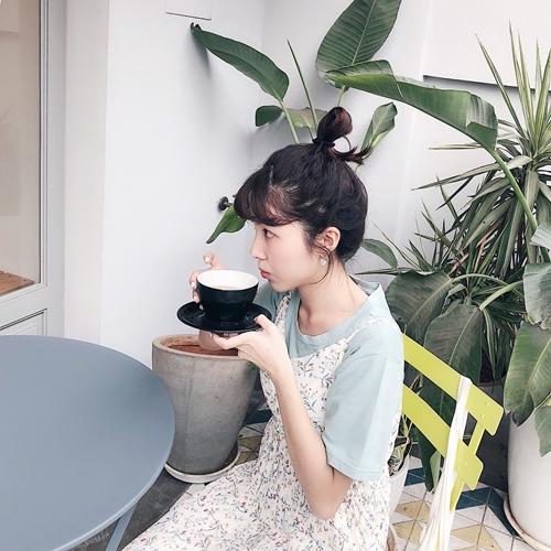 pazzo look/ MIT 舒適感傘襬圓領短袖上衣  + 清漾春分碎花雪紡長洋