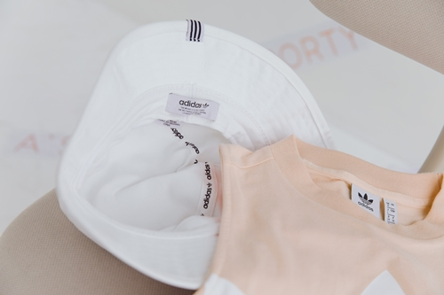 pazzo look/ adidas Originals CE5583 logo運動背心 + adidas Bucket BK7350三葉草 漁夫帽