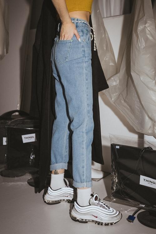 pazzo look/  & IN THING 短版針織上衣  +  & IN THING 經典織帶牛仔褲