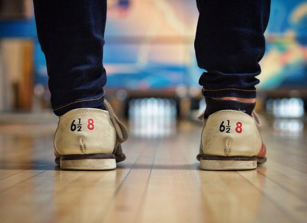 bowling-alley-690283_1920.jpg