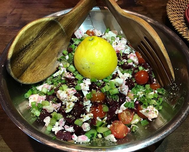 Greek salad a la lemon🥗🍋 I normally don't add cheese or any dairy products to my #cannabinoiddiet recipes, but this local #organicgoatfeta we found at our local @haggenfood was too much to resist when a Greek salad is on the menu😂👍🏻 Goat dairy is much more digestible than cow dairy products and has anti-allergic and anti-inflammatory properties. Definitely a lesser of the evils in the #dairy world. The Greeks have it right with their #vegetable dense recipes and superfluous use of #oliveoil 🍅🌶🥑🥒🥕 Choose a #dairyfree version and it's just as good!!😍 #cannabinoidfoods #salad #vegetarian #veggies #salad #phytonutrients #antioxidant #foodstagram #antiinflammatoryfoods #immunesupport #greeksalad #summertime #bbqweather
