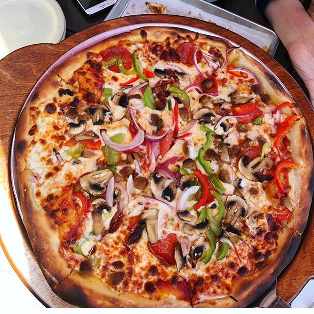 There's nothing like a Junkie pizza....hits the spot every time. 🎯 $5 personal pizzas all day!