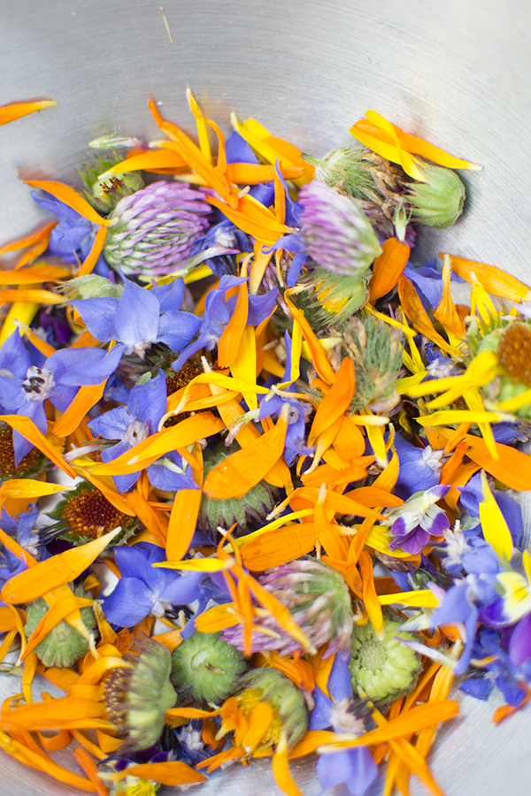 Edible flowers for a summer wedding