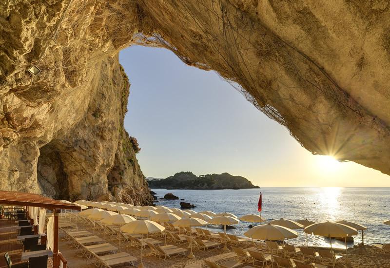 Grotta-e-spiaggia-II-.jpg