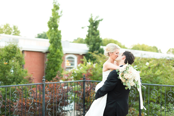 Greensboro_nc_wedding_photographer_Jodi_gray_colonnade-225.jpg