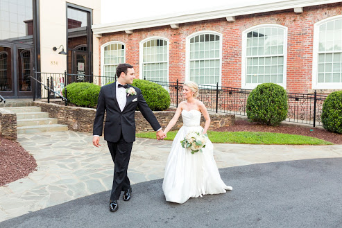 Greensboro_nc_wedding_photographer_Jodi_gray_colonnade-220.jpg